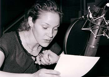 "Jeanette Hain in the voice recordings for ""Seide"" (""silk""), radioplay after Alessandro Barrico © 2003 SWR"